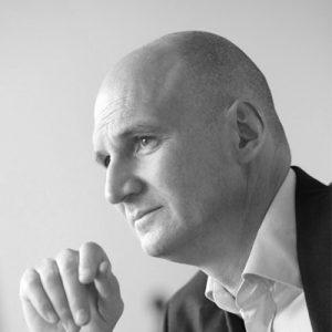 Dr. Stephan Petzolt